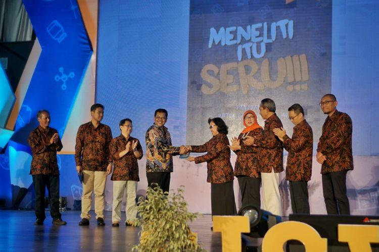 Olimpiade Penelitian Siswa Indonesia (OPSI) 2018 diadakan tanggal 15-20 Oktober 2018 di kota Semarang, Jawa Tengah dengan tema ?Meneliti Itu Seru?.