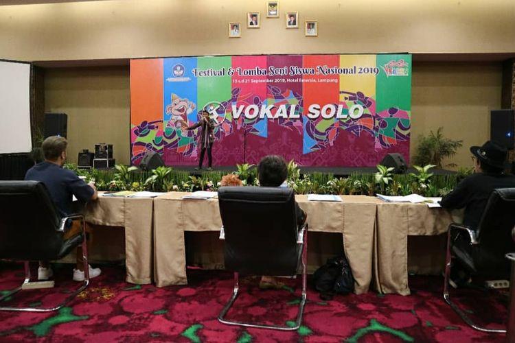 Provinsi Lampung menjadi tuan rumah FLS2N 2019 yang berlangsung 15?21 September 2019. Peserta FL2SN 2019 adalah siswa mulai dari jenjang SD, SMP, SMA, SMK dan PPK baik negeri maupun swasta dari 34 provinsi di seluruh Indonesia.