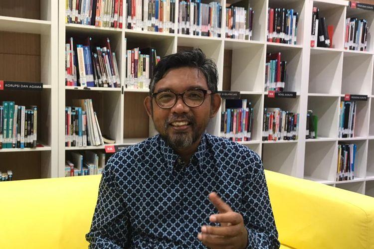 Direktur Sosialisasi dan Kampanye Antikorupsi Komisi Pemberantasan Korupsi (KPK) Giri Suprapdiono saat wawancara dengan Kompas.com di Pusat Edukasi Antikorupsi atau Anti-Corruption Learning Center (ACLC) di Gedung KPK C1, Kamis (3/6/2021).