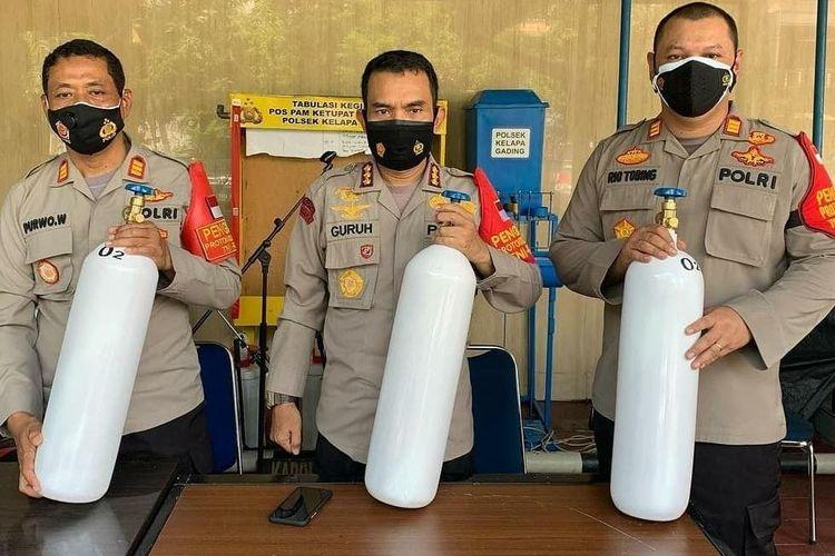 Polsek Kelapa Gading menyediakan peminjaman tabung oksigen bagi warga yang tengah menjalani isolasi mandiri secara gratis.