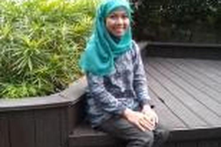 Raeni (21) wisudawan terbaik Unnes.