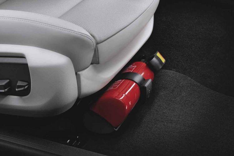 Pemasangan APAR di kabin mobil bisa dipertimbangkan untuk penanganan pertama pada kebakaran