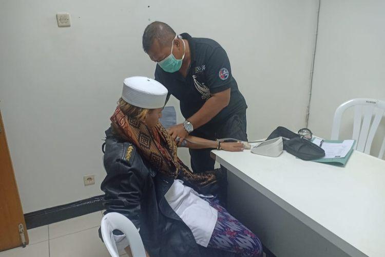 Terpidana kasus penganiayaan, Bahar bin Smith, diperiksa kesehatannya sebelum ditahan di Lapas Kelas IIA Gunung Sindur, Bogor, Selasa (19/5/2020).