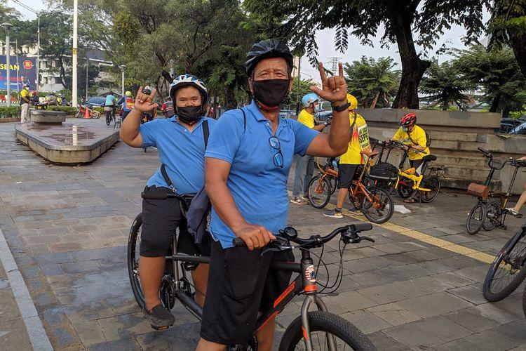 Pesepeda kenalkan anak pada dunia sepeda di Hari Sepeda Dunia, Kamis (3/6/2021).