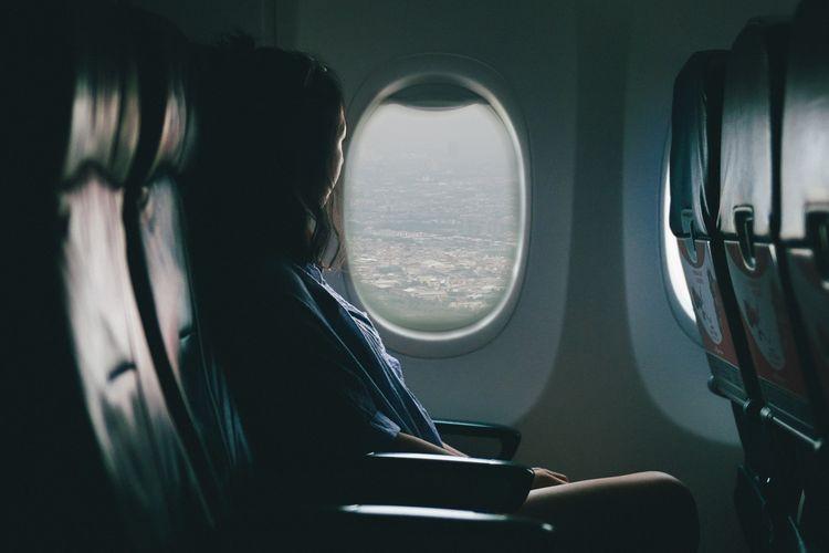 Penumpang di dalam pesawat.
