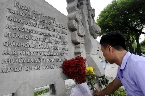 Penduduk Vietnam Beri Penghormatan kepada John McCain