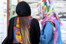 Perempuan Iran Buat Podcast untuk Lawan Anggapan 'Suami Pukul Istri Itu Biasa'