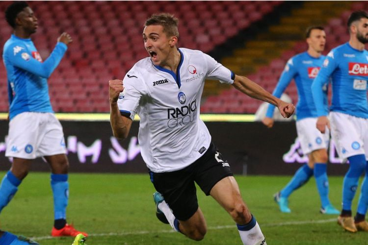 Timothy Castagne merayakan gol Atalanta ke gawang Napoli pada perempat final Coppa Italia di Stadion San Paolo, Selasa (2/1/2018).