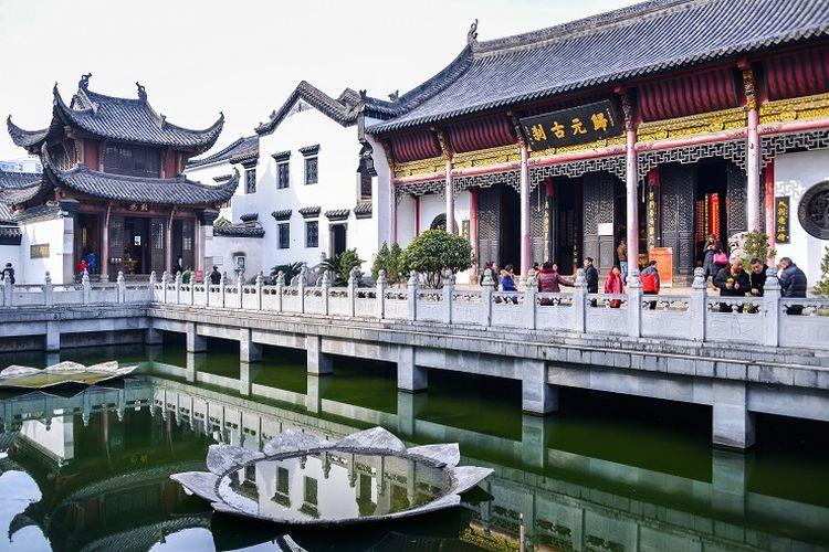 Ilustrasi Wuhan - Kuil Guiyuan.