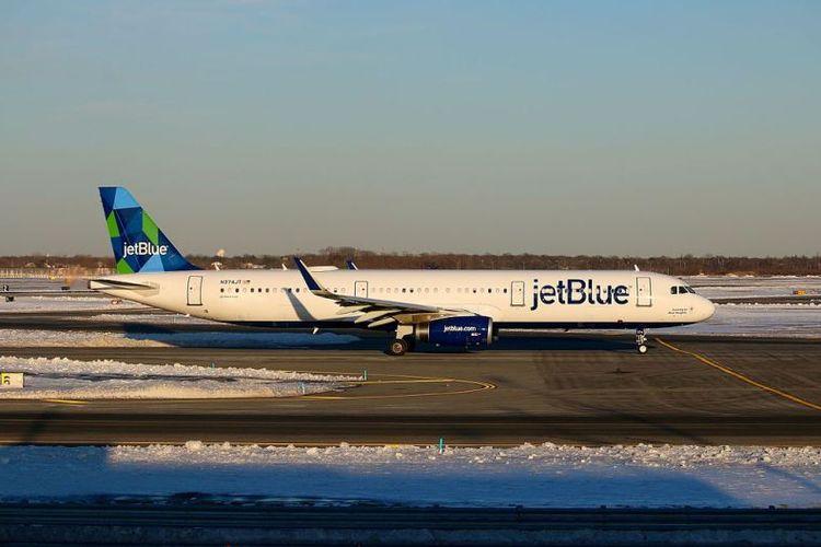 Sebuah Airbus A321-200 milik maksapai penerbangan JetBlue di bandara John F Kennedy, New York.