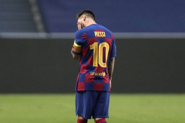 Reaksi mega bintang Barcelona, Lionel Messi, pada laga kontra perempat final Liga Champions kontra Bayern Muenchen di Estadio Da Luz, Lisbon, pada Sabtu (15/8/2020) dini hari WIB.