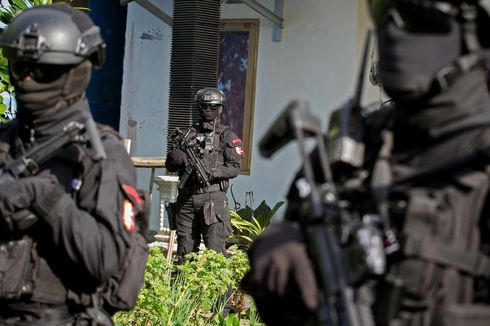 Densus 88 Tangkap Seorang PNS di Kukar, Senpi Rakitan Disita