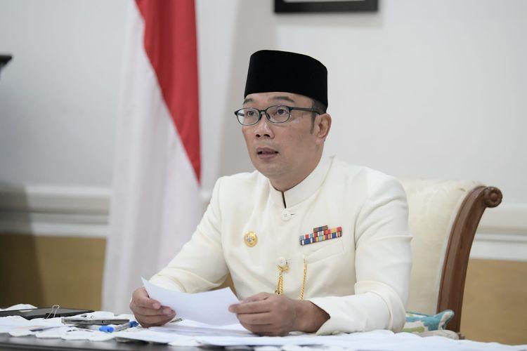 Gubernur Jawa Barat Ridwan Kamil saat telekonferensi bersama Wakil Presiden Maruf Amin perihal perkembangan COVID-19 di Jawa Barat, dari Gedung Pakuan, Kota Bandung, Kamis (22/7/2021).