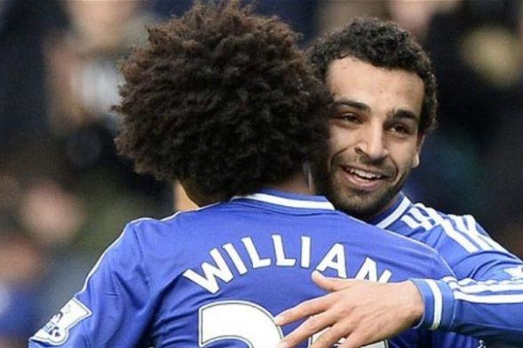 Gelandang Chelsea, Mohamed Salah (kanan), merayakan gol ke gawang Stoke City pada laga di Stamford Bridge, London, Sabtu (5/4/2014).