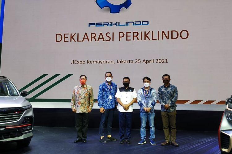 Moeldoko mendeklarasikan pendirian Perkumpulan Industri Kendaraan Listrik Indonesia (Periklindo).