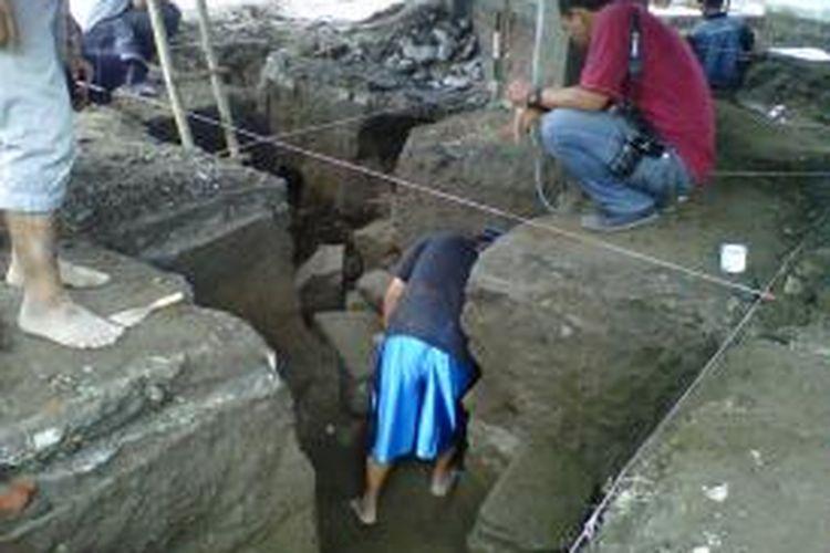 Tim Arkeolog BPCB lakukan Ekskavasi temuan candi di Halaman Perumahan Griya Tiara Indah  Bedingin Wetan Sumberadi Mlati Sleman