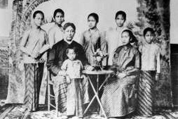 Raden Ajeng Kartini dan keluarganya