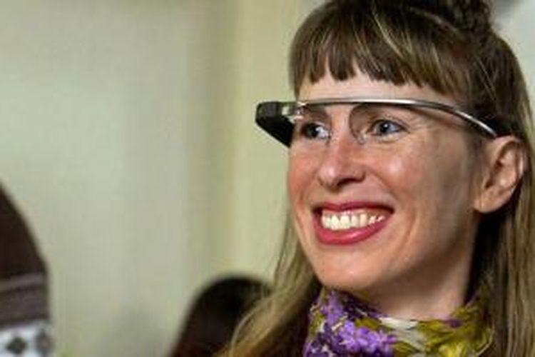 Sarah Slocum dan perangkat Google Glass miliknya