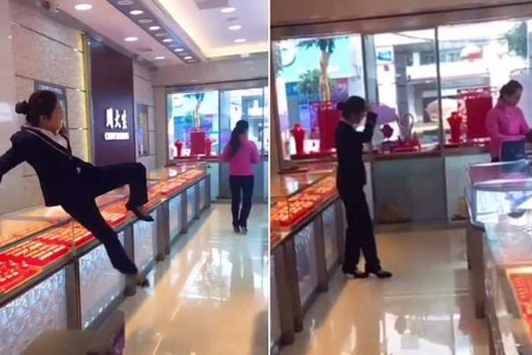 Video aksi prank menunjukkan penjaga toko perhiasan berupaya mengejar pembeli yang pura-pura bawa kabut kalung di China. (Daily Mail)