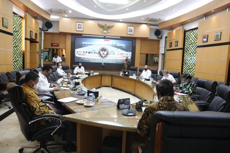 Menteri Koordinator Bidang Politik, Hukum, dan Keamanan (Menko Polhukam) menggelar rapat koordinasi (rakor) dengan Komisi Pemberantasan Korupsi (KPK) hingga Kejaksaan Agung (Kejagung) di kantor Kemenko Polhukam, Jakarta, Rabu (2/8/2020).