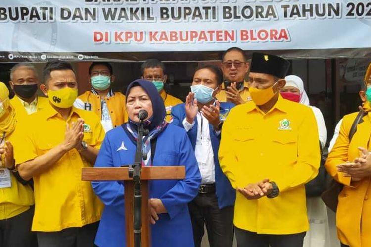 PasanganDwi Astutiningsih dan Riza Yudha ikut meramaikan Pilkada Blora, Jawa Tengah dengan resmi mendaftarkan diri ke KPU setempat sebagai calon bupati dan calon wakil bupati, Minggu (6/9/2020) siang.