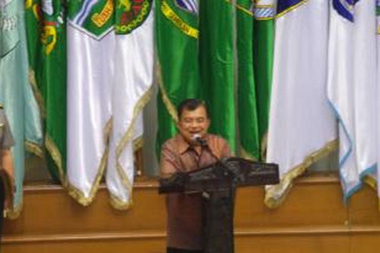 Wakil Presiden Jusuf Kalla saat menyampaikan sambutan dalam acara Rapat Koordinasi Nasional Kabinet Kerja 2014-2019 di Kantor Kementerian Dalam Negeri, Jakarta, Selasa (4/11/2014).