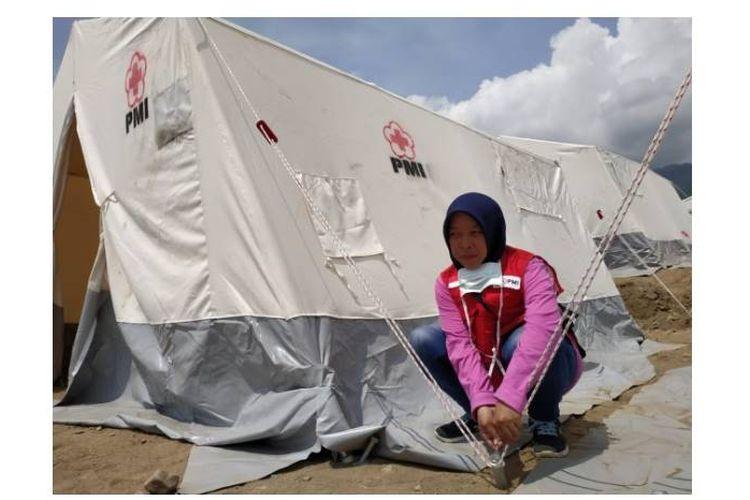 Salah satu korban gempa Palu, Muthmainnah, memilih menjadi relawan PMI untuk membantu korban di daerahnya.