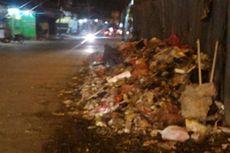 Warga Keluhkan Tumpukan Sampah di Jalan Kamal Raya