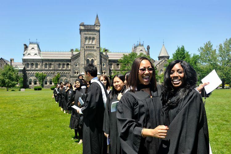 Potret wisudawan University of Toronto.