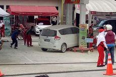 Mobil Tabrak Dispenser SPBU hingga Roboh, Warga Panik Berhamburan