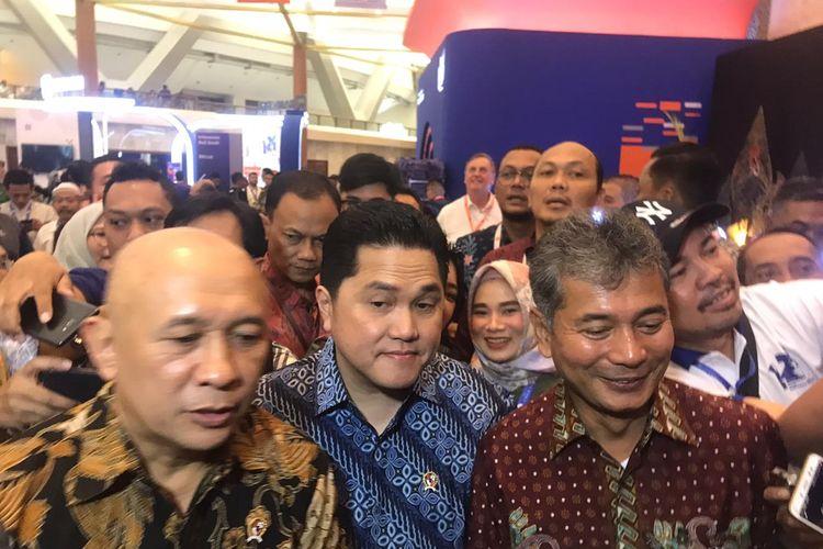Menteri BUMN Erick Thohir (tengah) di JCC Senayan, Jakarta, Jumat (20/12/2019).