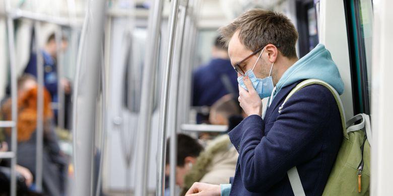 Ilustrasi masker melindungi saat batuk dan mencegah penularan virus corona.