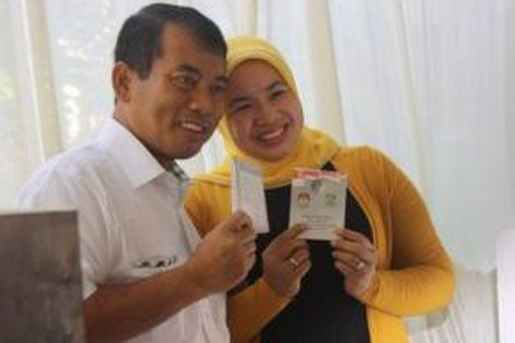 Rahmat Effendi (kini Wali Kota Bekasi) usai mencoblos pada Pilkada Kota bekasi, Minggu (15/12/2012).