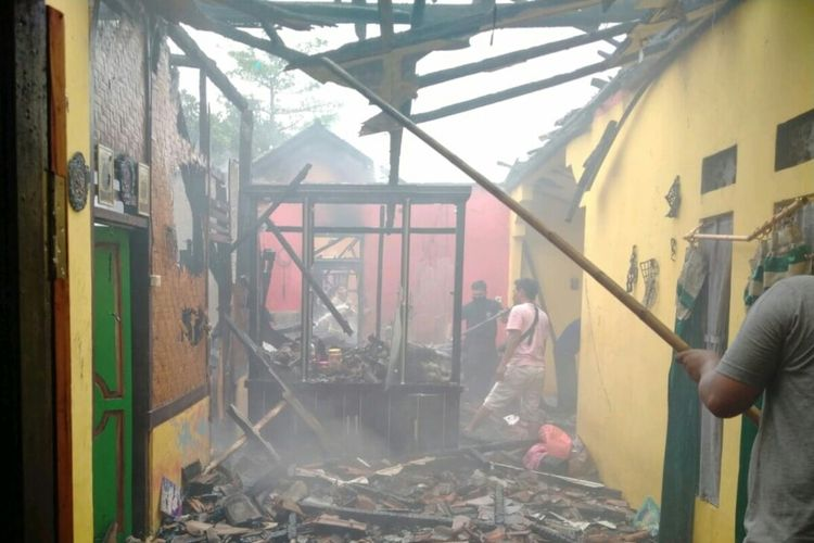 Lima rumah ludes terbakar dalam peristiwa kebakaran di Kabupaten Cianjur, Jawa Barat, Minggu (27/9/2020) petang.