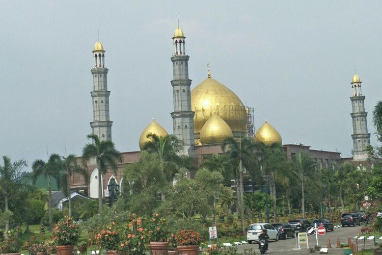 Masjid Kubah Emas di Cinere, Limo, Depok, Jumat (29/3/2019).