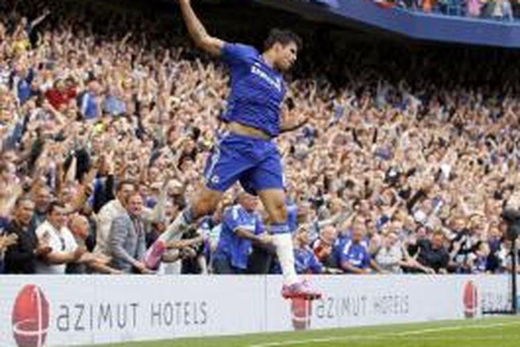 Penyerang Chelsea, Diego Costa, merayakan golnya ke gawang Leicester City, pada laga kedua Premier League, di Stamford Bridge, London, Sabtu (23/8/2014).