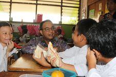 Sebagian Anak Sekolah di Jakarta Kini Mendapat Sarapan Gratis
