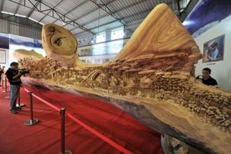 Chunhui menghabiskan empat tahun untuk mengukir kembali lukisan China berjudul