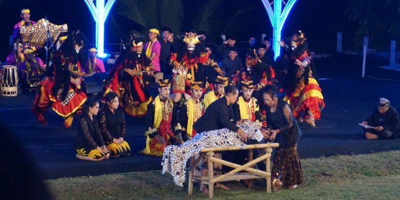 Drama tari Meras Gandrung di Jawa Jiwa Ijen Resort, Banyuwangi, Sabtu (20/10/2018) malam.