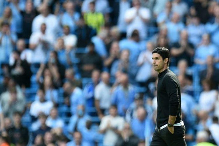 Pelatih Arsenal Mikel Arteta bereaksi setelah wasit meniup peluit panjang pada laga Man City vs Arsenal di Stadion Etihad, Sabtu (28/8/2021).