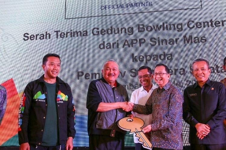 Jakabaring Bowling Center yang berada di kawasan Jakabaring Sport City, Palembang, Sumatera Selatan (Sumsel) resmi diserahkan oleh Asia Pulp & Paper (APP) Sinar Mas kepada Pemerintah Provinsi (Pemprov) Sumsel, Rabu (30/5).