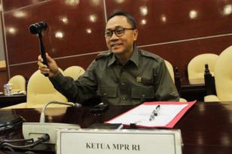 Ketua MPR Zulkifli Hasan memimpin rapat gabungan Fraksi MPR RI di Kompleks Parlemen Senayan, Jakarta Pusat, Senin (13/10/2014).