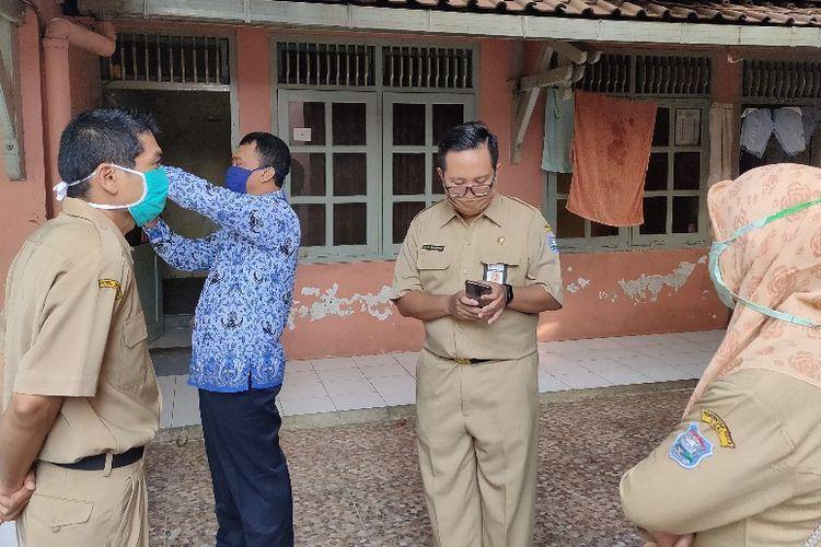 Jajaran Disnakerin Kota Tegal Jawa Tengah melakukan sidak ke kantor dan mess PT. LPB di Kelurahan Tegalsari, Kecamatan Tegal Barat, Kota Tegal, Senin (18/5/2020)