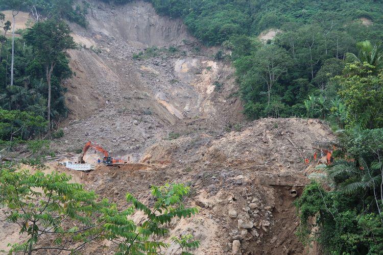 Lokasi bencana longsor yang berada di area pembangunan proyek PLTA Batang Toru, di Kelurahan Wek I, Kecamatan Batang Toru, Tapanuli Selatan. Hingga Rabu (5/5/2021), sudah 10 korban ditemukan. Dan salah satunya diduga pekerja asing (TKA) yang sebelumnya dikabarkan hilang.