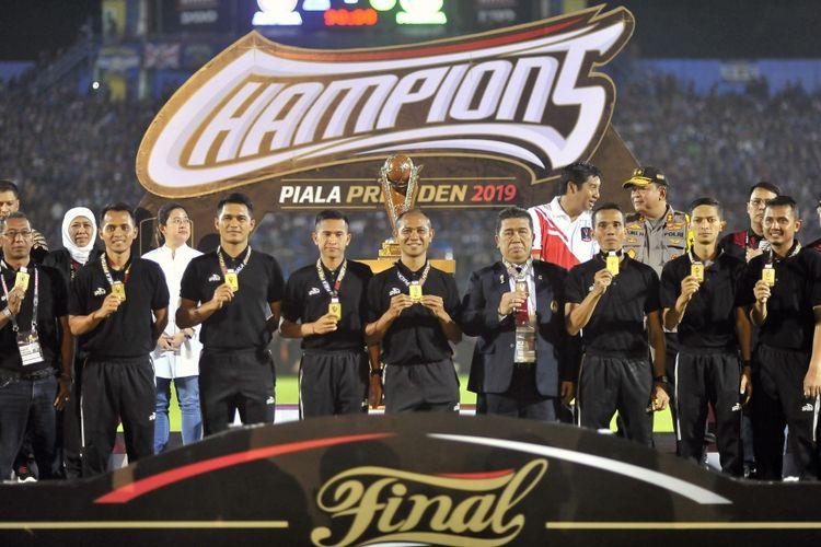 Wasit Oki Dwi Putra pada Final Piala Presiden 2019, Senin (15/4/2019)