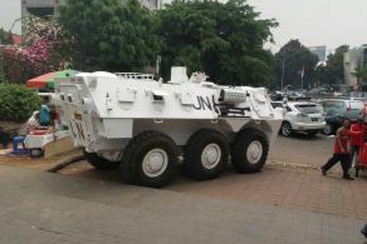 Tank Anoa buatan PT Pindad di Pameran IPTEK