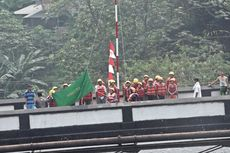 17 Agustus, Bendera Merah Putih Dikibarkan di Jembatan Berusia Seabad