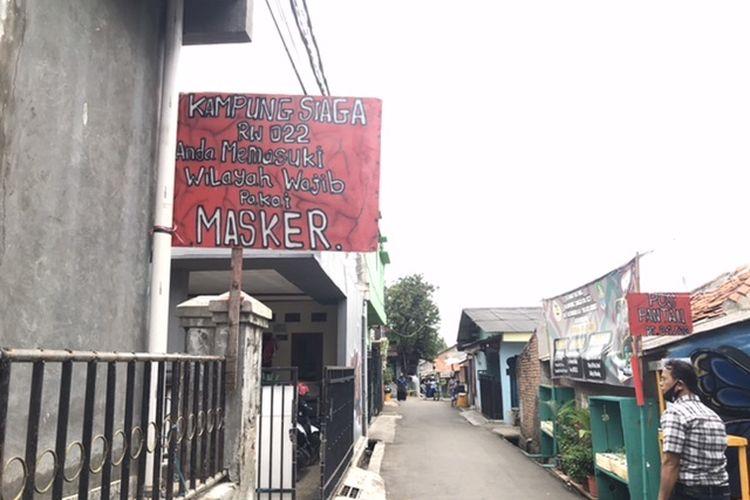 Penerapan RW Siaga di Kampung Rawa Pasung, Bekasi Barat, yang tidak ada pasien positif Covid-19 Rabu (15/7/2020).