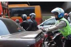 Video Polisi Dorong Mobil Warga yang Mogok Heboh di Media Sosial