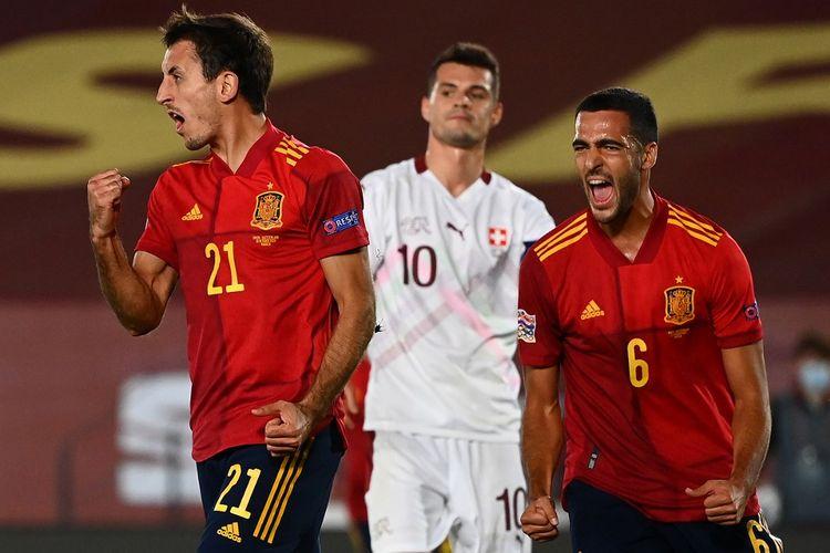 Mikel Oyarzabal (kiri) merayakan golnya pada laga ketiga UEFA Nations League Grup A4 yang mempertemukan Spanyol vs Swiss di Stadion Alfredo Di Stefano, Sabtu(10/10/2020).